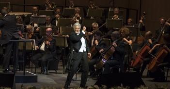 Plácido Domingo takes to the stage at the first night of the Dubai Opera © PRNewsFoto/Dubai Opera