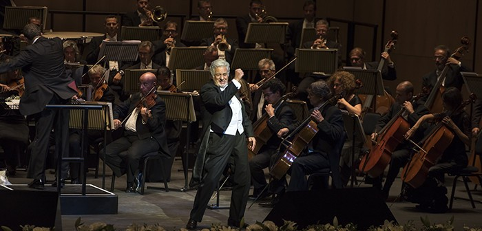 Plácido Domingo takes to the stage at the first night of the Dubai Opera © PRNewsFoto/Dubai Opera