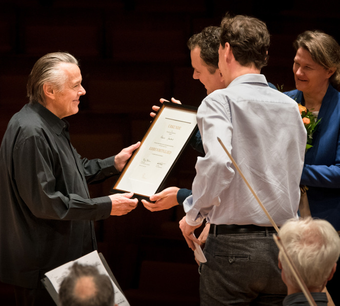 Jansons receives his certificate © Stephan Rabold