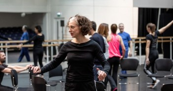 Bim Malcomson leading ballet workshop © Lara Cappelli
