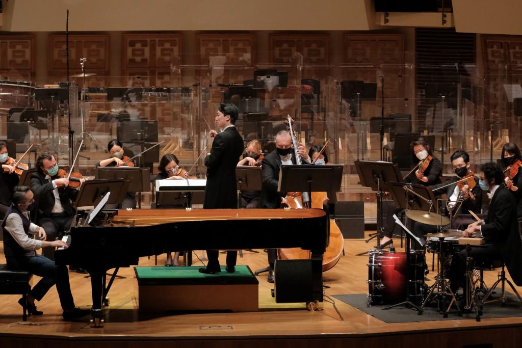 Lio Kuokman conducting the HK Phil © Ka Lam